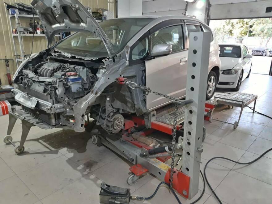 Honda Fit фото процесс восстановления геометрии